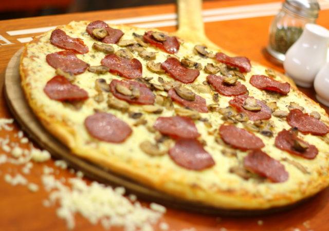 pizza de jamon salame – champiñones